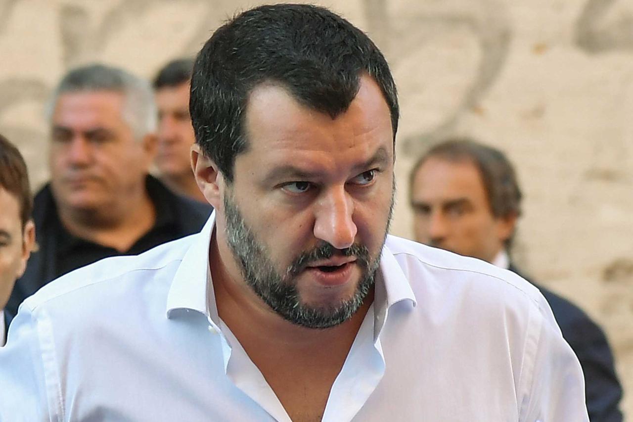 Il Governo nuoce a Salvini. Rozzezza, doppia morale e mancanza di cultura lo stanno affondando
