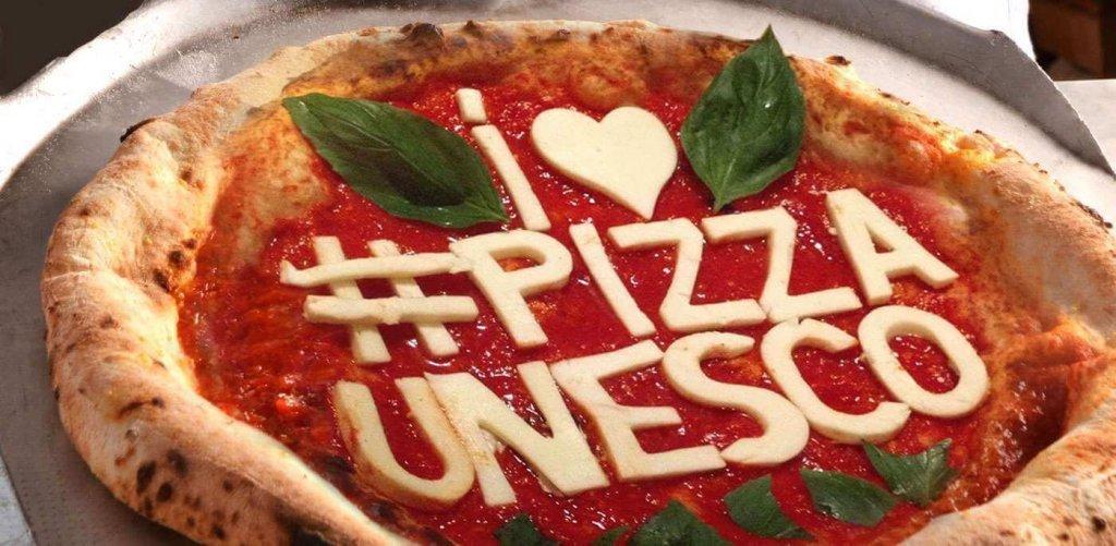 """PIZZA """"UNESCO"""", A NAPOLI SI FESTEGGIA IL 1° COMPLEANNO"""