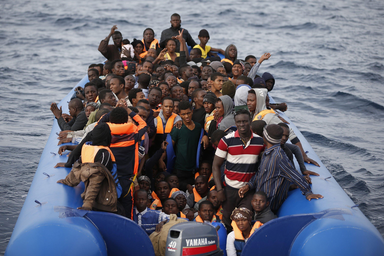 """Migranti: 410 soccorsi da Medici senza frontiere, i sopravvisuti e l'orrore della Libia """"picchiati e uccisi"""""""