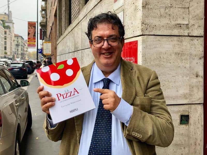 """""""LA PIZZA. UNA STORIA CONTEMPORANEA"""", IL NUOVO LIBRO DI PIGNATARO EDITO DA HOEPLI"""