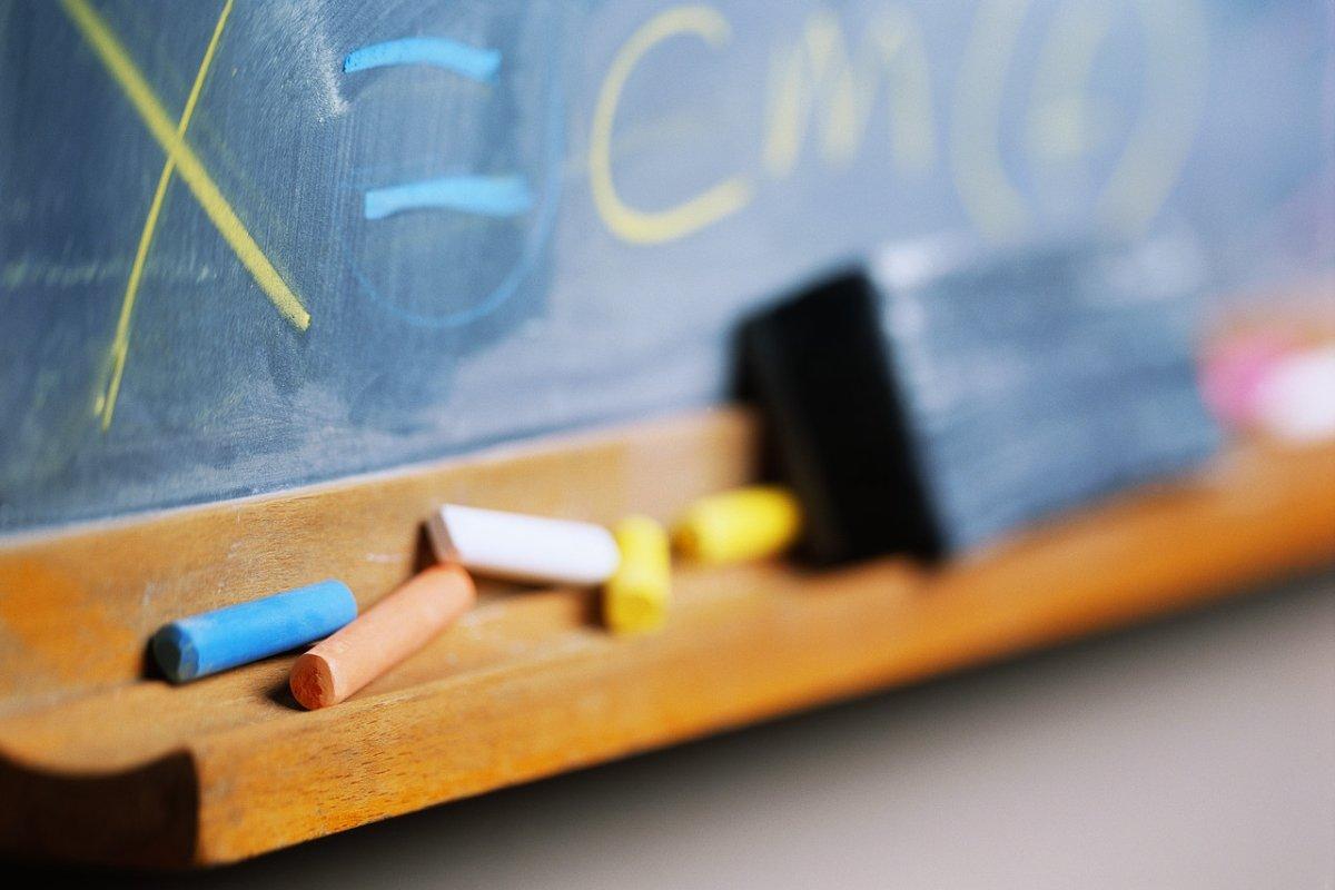Scuola, De Luca: visti i contagi, didattica a distanza al 100%