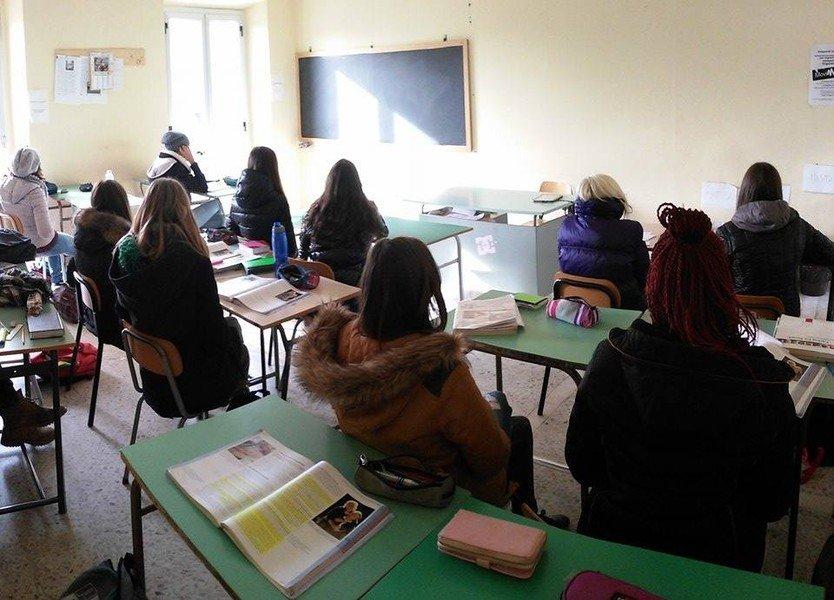 """LA SCUOLA """"FREDDA"""", LA DENUNCIA DEGLI STUDENTI: UNA CLASSE SU TRE È GELIDA"""