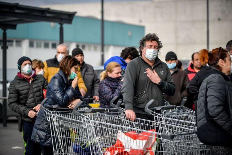 """""""La gente ha fame"""", allarme saccheggi nei supermercati. Il Viminale: """"Massima attenzione"""""""