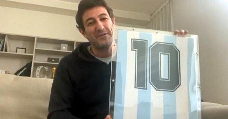 """Maradona fa boom, venduta all'asta la sua maglia: """"I tifosi del Gimnasia come i napoletani"""""""