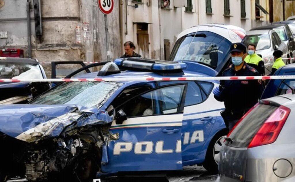 Gioisce su Facebook per la morte del poliziotto a Napoli, denunciata donna