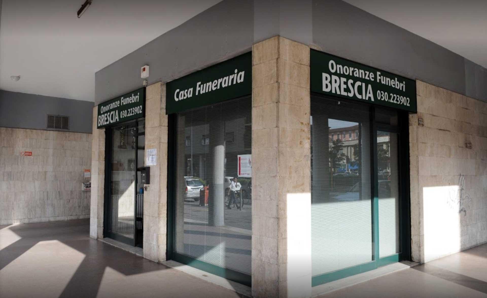 """""""Mortopoli"""", a Brescia le bare si pagano: 142 euro per trasportare le salme"""