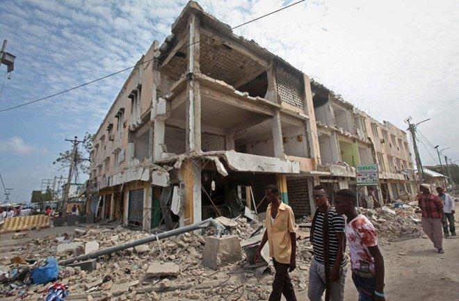 Somalia, bomba colpisce minibus vicino a Mogadiscio: almeno 8 morti