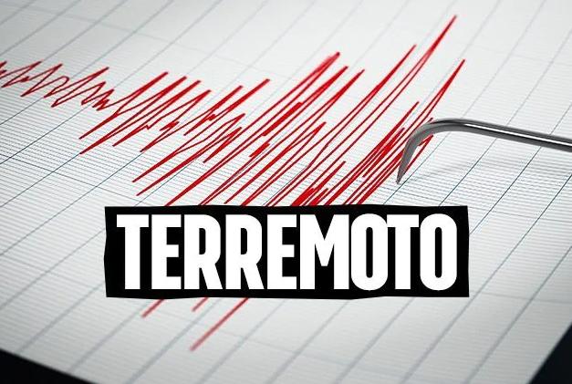 TERREMOTO A ROMA: SCOSSA ALL'ALBA, GENTE IN STRADA