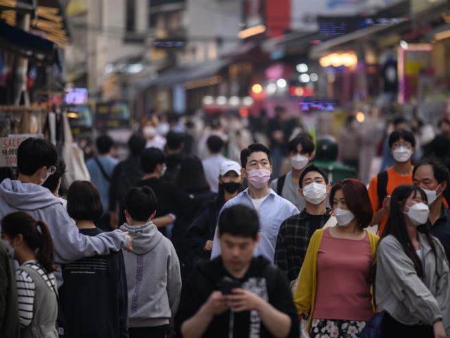 """Coronavirus, focolaio della """"movida"""" in Sudcorea: 18 nuovi casi"""