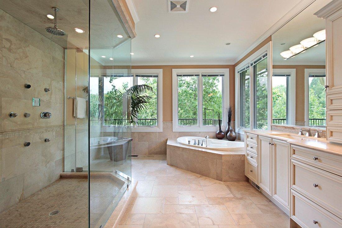 Design. Nell'architettura contemporanea il bagno è un ambiente chiave. I Top Brand diventano convenienti.