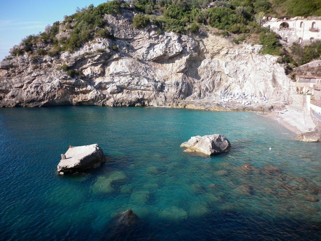 Mare: Non è balneabile la Spiaggia delle sirene di Amalfi.