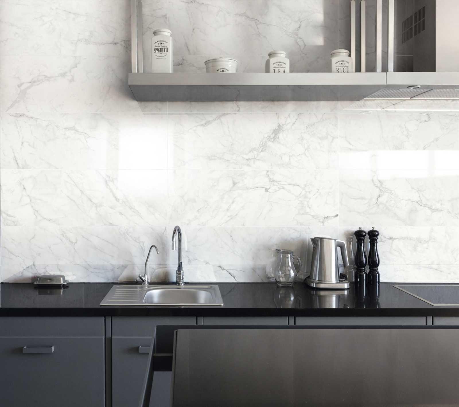 Paraschizzi in cucina: guida ai materiali e idee