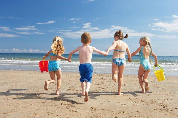 Salute: estate e bimbi,sicuri in piccoli gruppi di amici