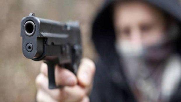 In auto con pistola e coltello, in tre presi dai carabinieri