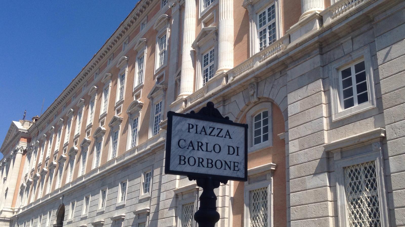 Caserta, non più Piazza Carlo III ma Piazza Carlo di Borbone
