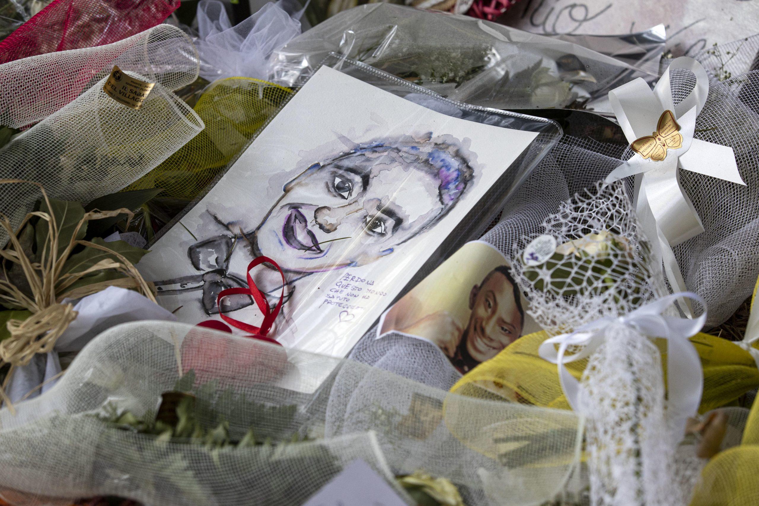 A Paliano funerali di Willy, un lungo applauso accoglie feretro