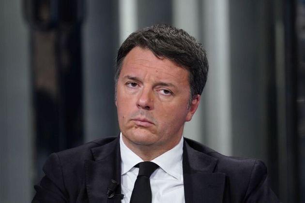 """Salvini strattonato: Renzi """"gesto stupido e da condannare, solidarietà"""""""