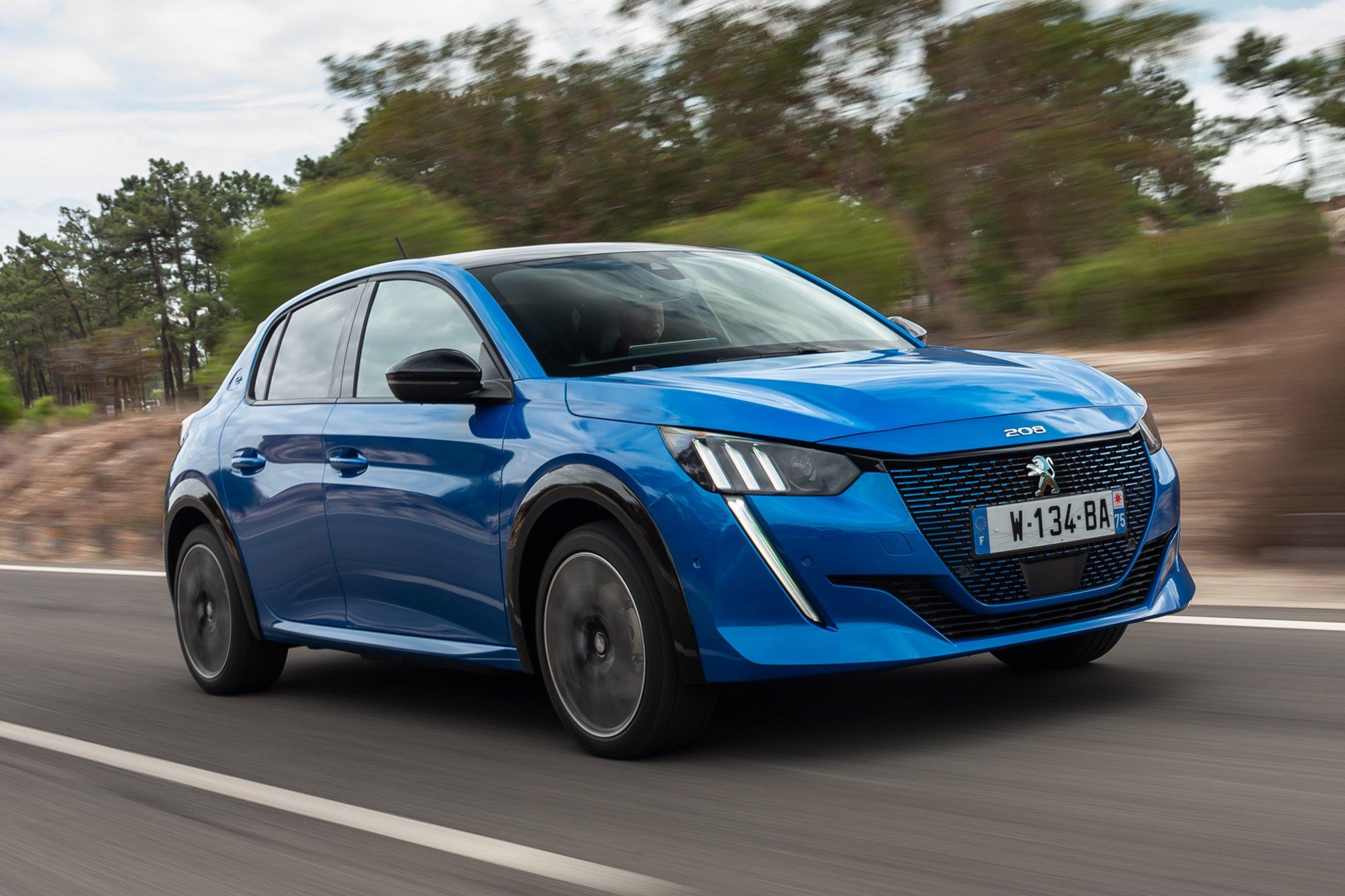 Motori: Peugeot E-208, traccia la strada per una nuova esperienza di guida