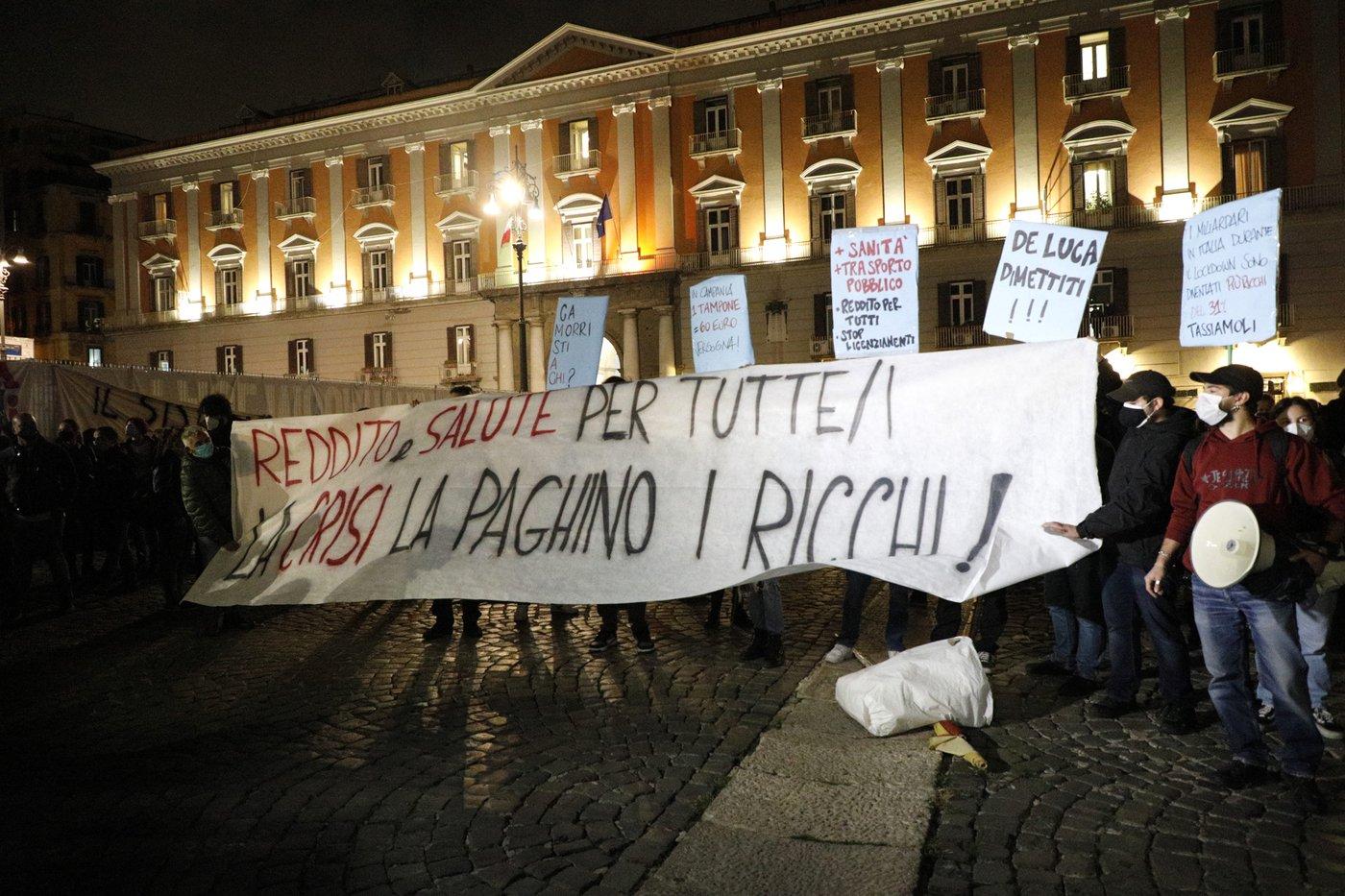 Dcpm, notte di tensioni e proteste a Milano, Torino e Napoli