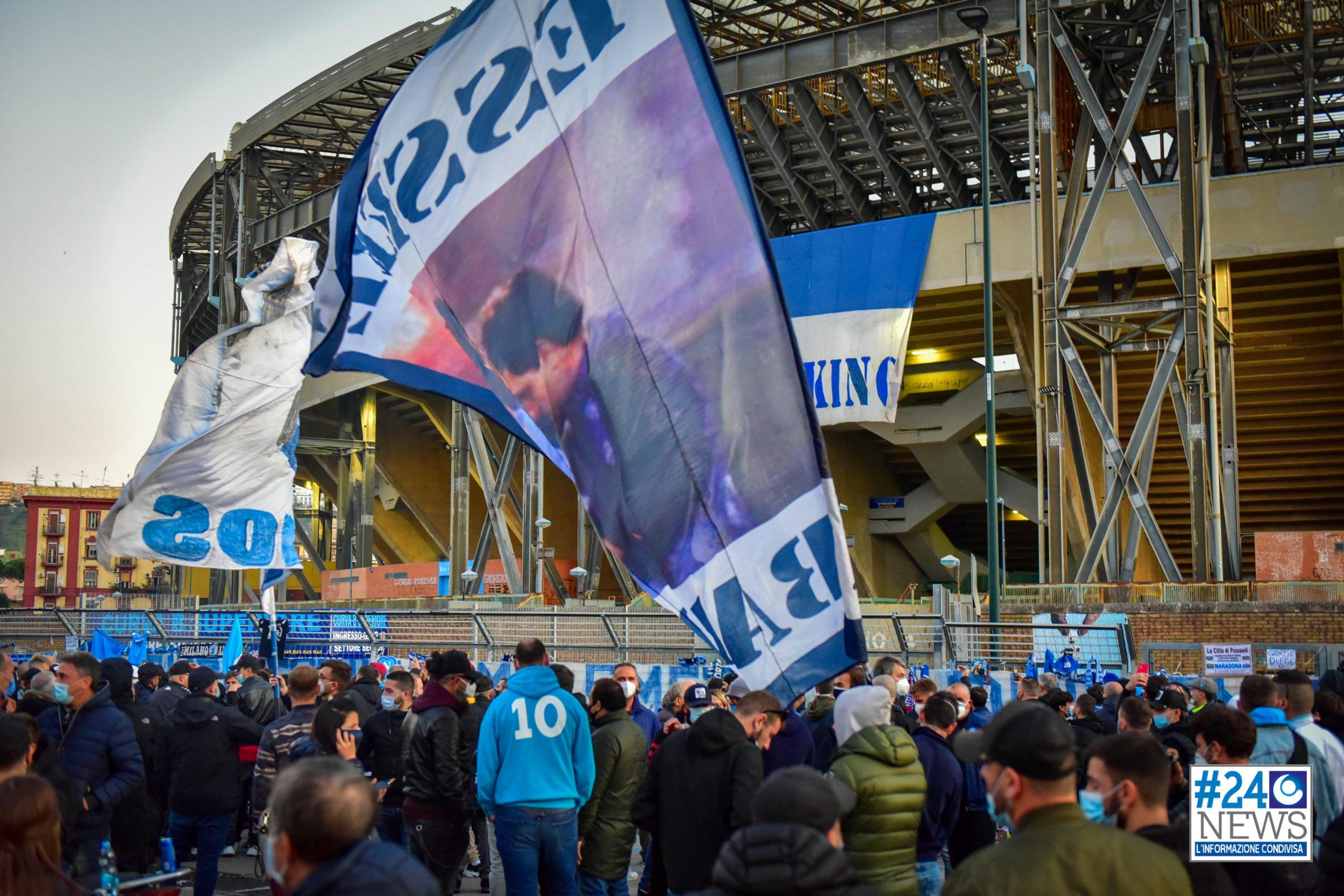 NAPOLI – Nel ricordo di Diego e vicino a Diego Maradona.