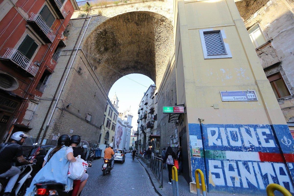 Covid: lockdown a Napoli, nuova crisi pesa in Rione Sanità