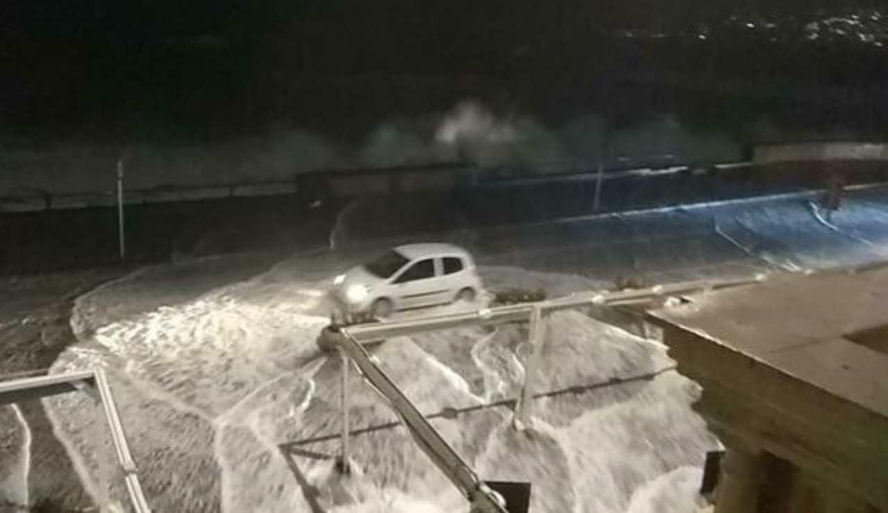 Riaperto il lungomare di Napoli dopo la mareggiata