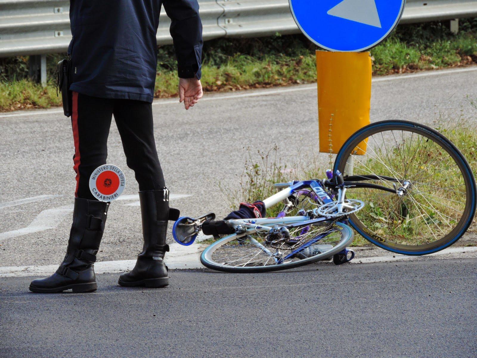 Ciclista uccisa nel Napoletano, investitore non si è fermato