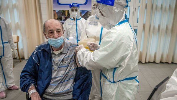 Covid: Il governo studia hub per la produzione di vaccini finanziati dallo Stato