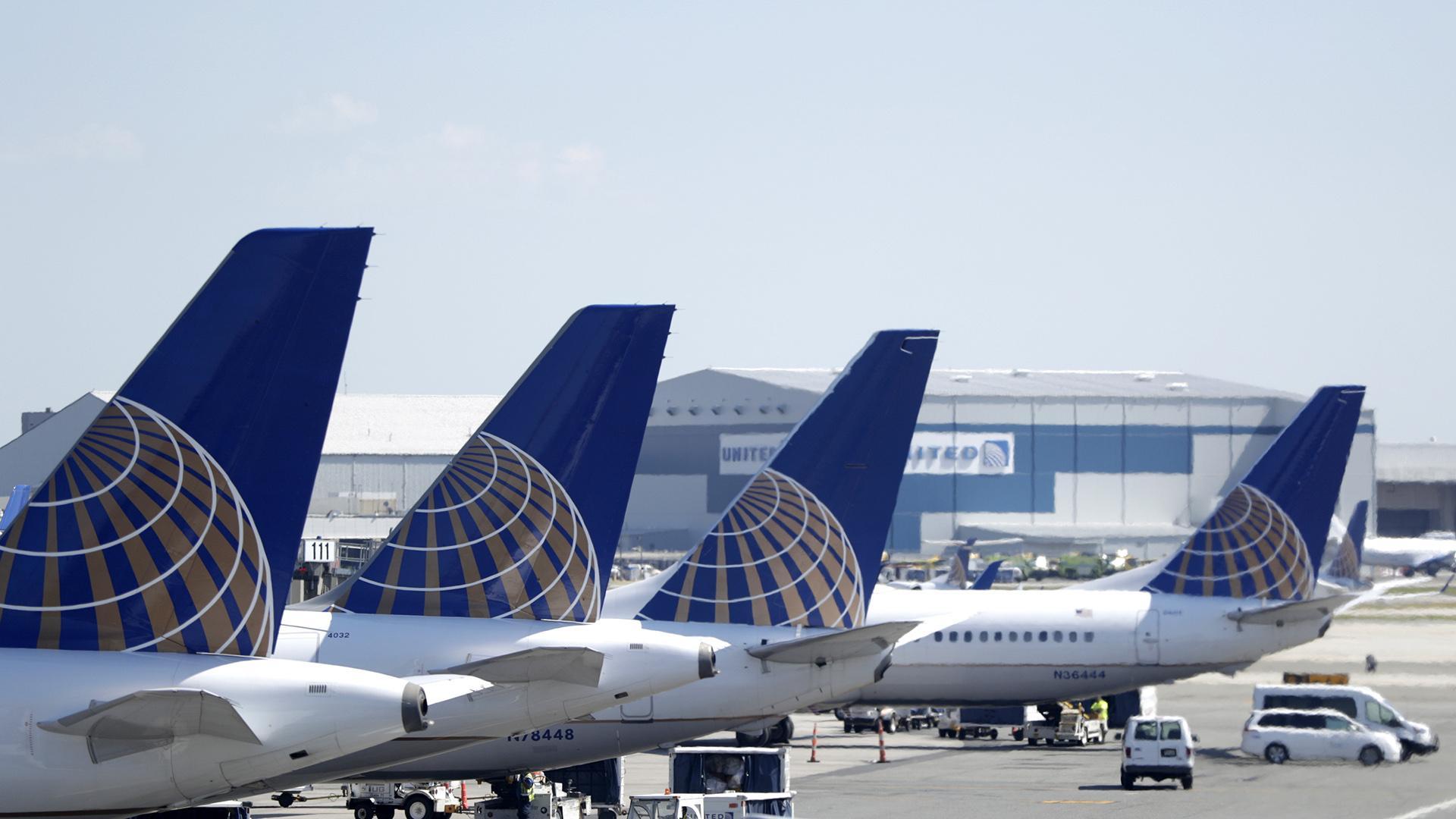 Boeing chiede di non far volare 128 jet 777 dopo incidente motore