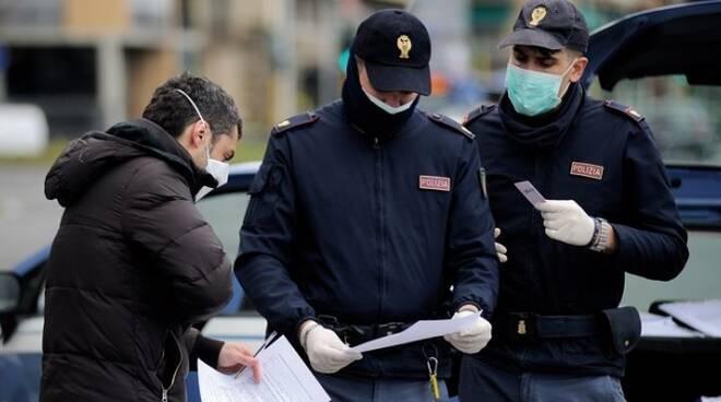 Covid: controlli a Napoli, 104 multe a persone in strada