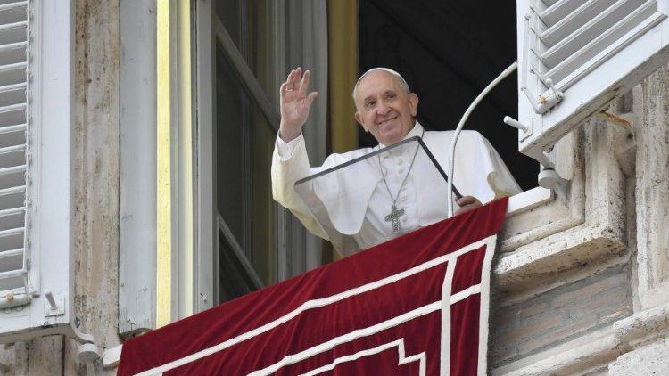 Papa: lo stupore, stato d'animo di chi guarda Dio