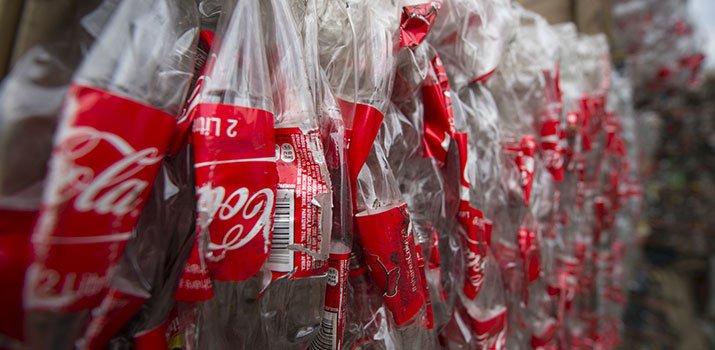 Coca-Cola introduce le bottiglie 100% in plastica riciclata