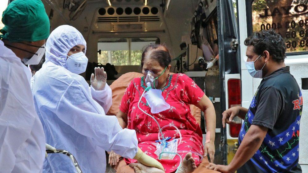 India: Coronavirus, 382.315 nuovi casi e3.780 morti in 24 ore, è nuovo record