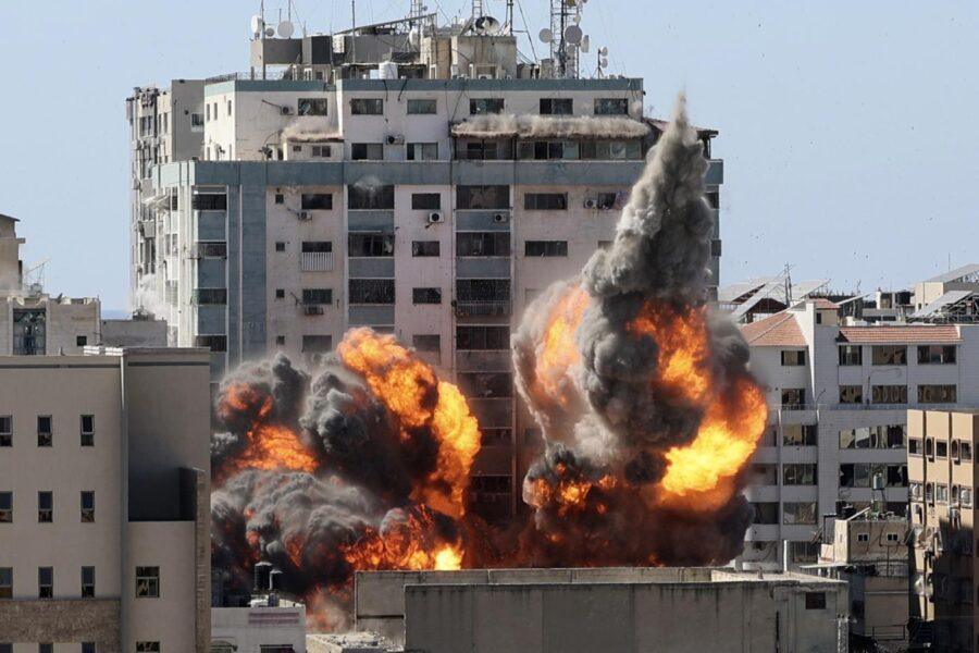 Nuovi raid dopo domenica di sangue, bombe su tunnel Hamas a Gaza